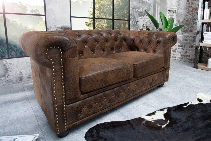 edles chesterfield 2er sofa antik braun knopfheftung riess. Black Bedroom Furniture Sets. Home Design Ideas