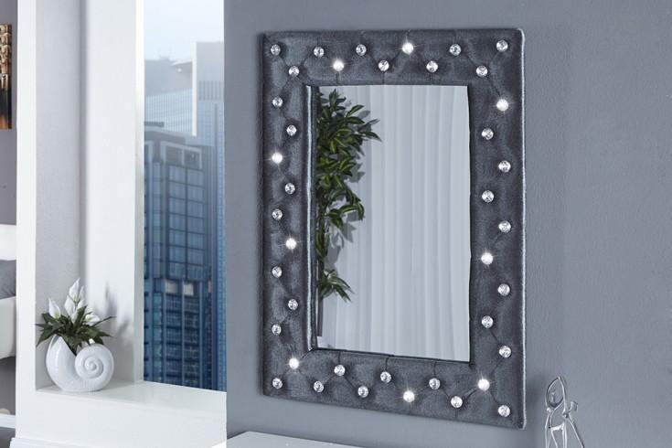 gro er wandspiegel boutique 80x60 cm silbergrau edler samtstoff mit strasskn pfen riess. Black Bedroom Furniture Sets. Home Design Ideas
