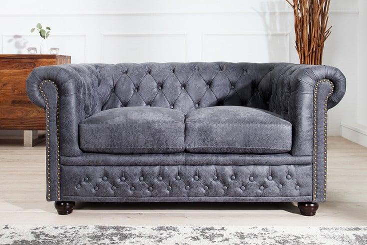 Chesterfield 2er Sofa 150cm antik grau mit Knopfheftung und Federkern