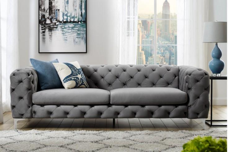 extravagantes samt sofa modern barock grau 3 sitzer chesterfield design riess. Black Bedroom Furniture Sets. Home Design Ideas