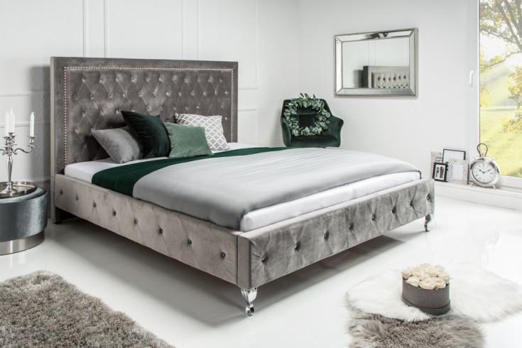 Design Bett EXTRAVAGANCIA 180x200cm silbergrau Samt Nietenbesatz