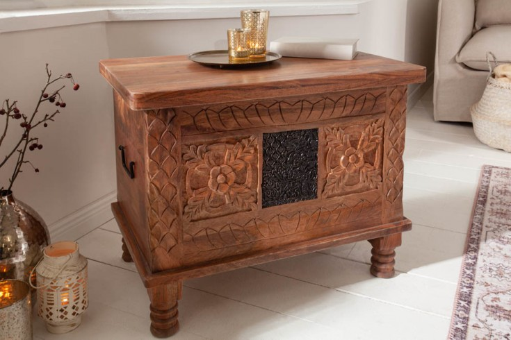 Elegante Holz Truhe MYSTIC 65cm Akazie Mango natur in Handarbeit verziert