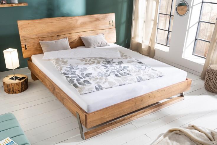 Massives Baumstamm Bett MAMMUT 180x200cm Akazie natur inkl. Lattenrost