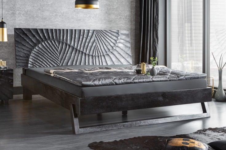 Massives Bett SCORPION 180x200cm schwarz Mangoholz mit 3D Schnitzereien