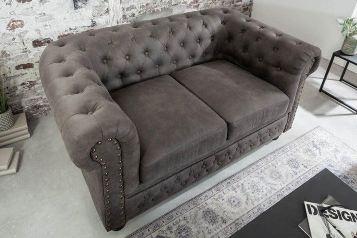 Chesterfield 2er Sofa 150cm vintage grau taupe mit Knopfheftung und Federkern