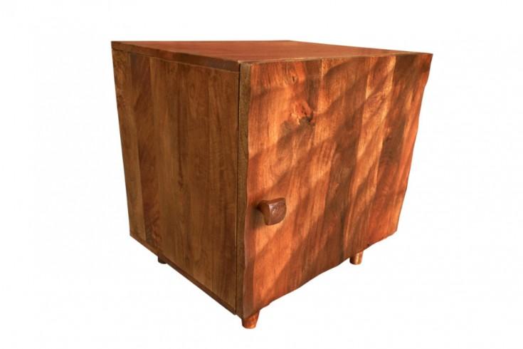 Massiver Nachttisch SCORPION 50cm braun Mangoholz Beistelltisch mit 3D Schnitzereien