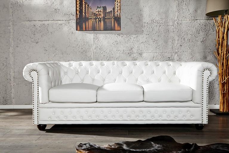 Edles Chesterfield 3er Sofa in weiss matt m. Nietenbesatz