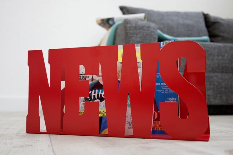 Design Zeitungsständer NEWS rot Schriftzug