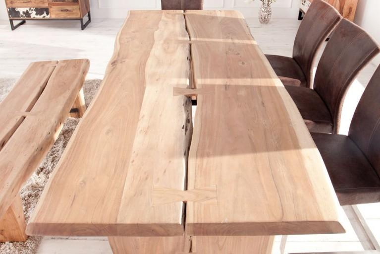 Massiver Baumstamm Esstisch BIG AMAZONAS im soliden rauen Design hell 220cm mit Holzbeinen