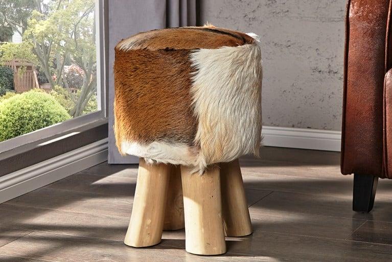 Design Sitzhocker HIDE mit echtem Ziegenfell und Teakholz Echtfell Hocker braun-weiß