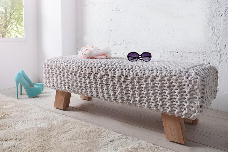 Design Pouf Hockerbank LEEDS aus Strick weiß 100cm mit Holzfüßen Baumwolle in Handarbeit