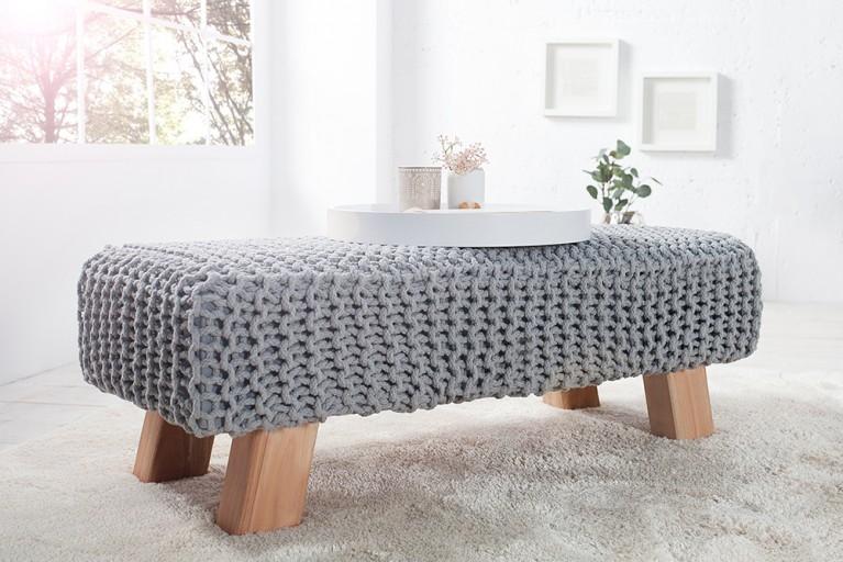 Design Pouf Hockerbank LEEDS aus Strick grau 100cm mit Holzfüßen Baumwolle in Handarbeit
