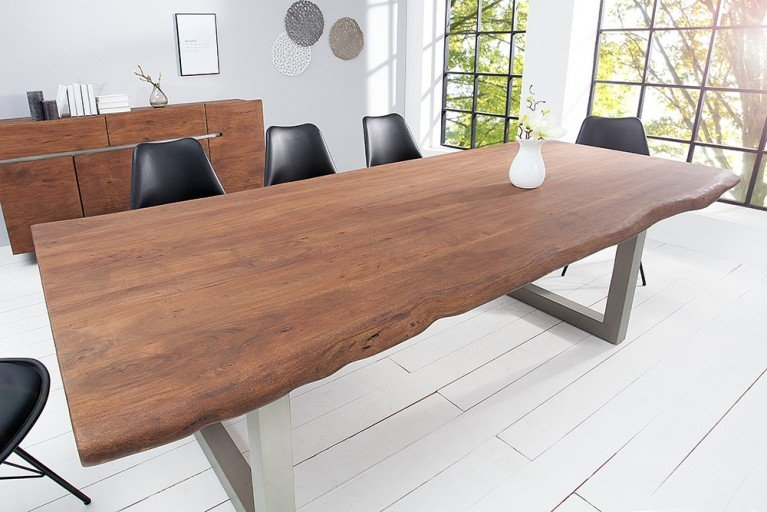 Massiver Baumstamm Tisch MAMMUT 200cm hellbraun Akazie Massivholz Industrial Chic Kufengestell mit 5,5cm dicker Tischplatte