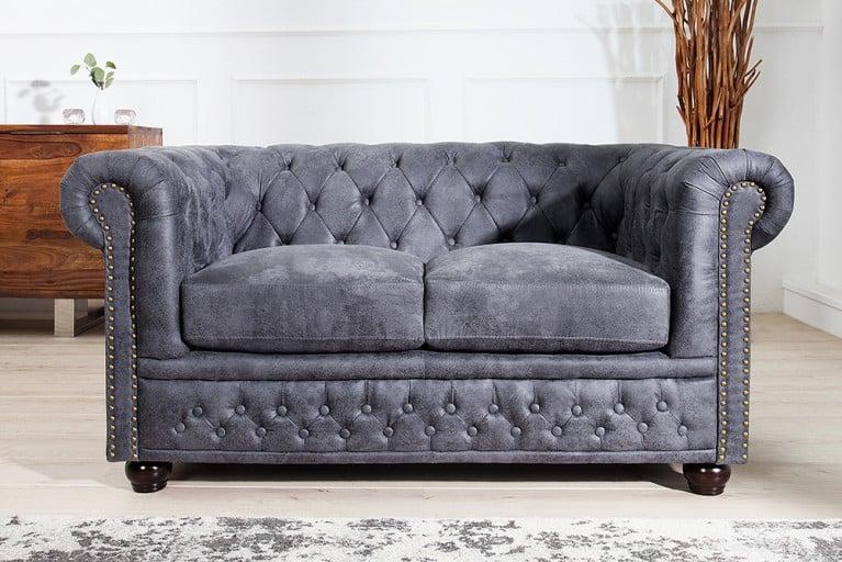 Edles Chesterfield 2er Sofa Antik Grau Knopfheftung und Nietenbesatz Chesterfield Design