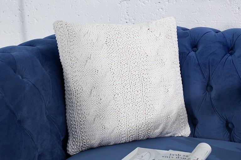 Design Zierkissen COSY II weiß 45cm Baumwolle in Handarbeit gestrickt