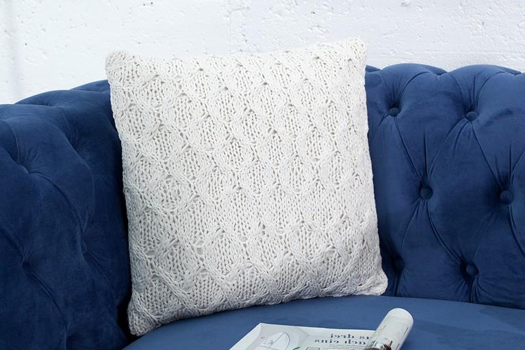 Handgestricktes Zierkissen COSY III 45cm weiß Baumwolle