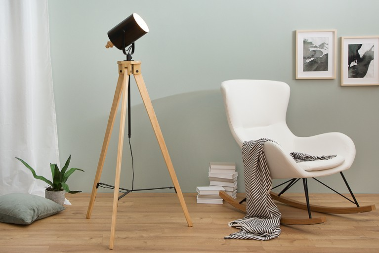 moderne tischleuchte tripod schwarz massivholz industrial design riess. Black Bedroom Furniture Sets. Home Design Ideas
