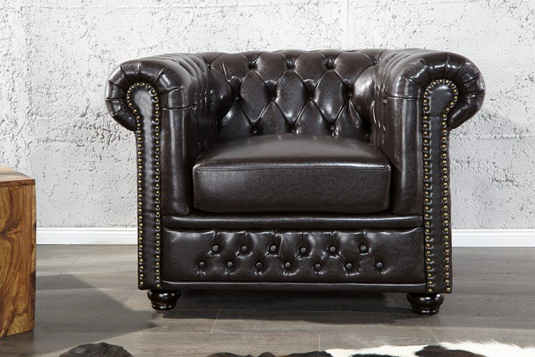 Edler Chesterfield Sessel dark coffee m. Nietenbesatz