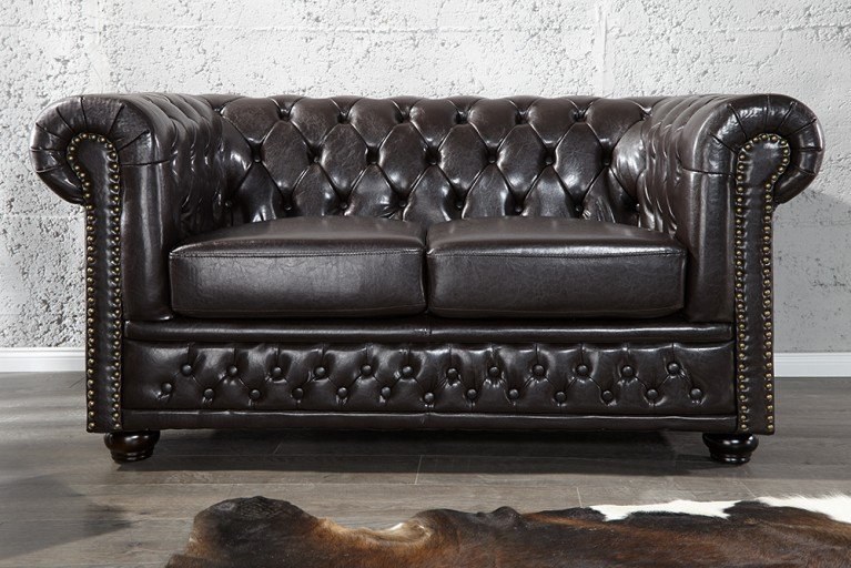Edles Chesterfield 2er Sofa dark coffee m. Nietenbesatz