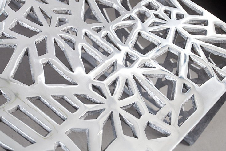 Handgearbeiteter couchtisch abstract 60cm alu silberfarbig for Designer couchtisch alu