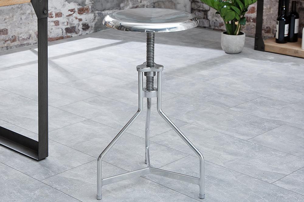 stylischer drehstuhl hocker factory silber im industriedesign riess. Black Bedroom Furniture Sets. Home Design Ideas